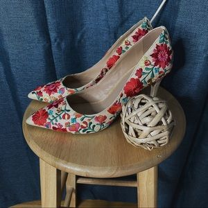 🌻MOVING SALE🌻 New Arezzo Floral Pumps